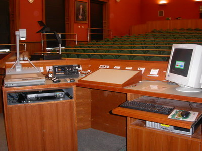 Room F.21 is a Lecture Theatre located on the first floor of the Psychology Building.